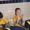 Anápolis, GO — A curiosidade tomou conta das crianças, que conferiram todos os itens do kit. A iniciativa visa apoiar os pais que não têm recursos para a compra do material escolar e contribuir para o combate ao analfabetismo.
