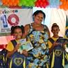 João Pessoa, PB - As filhas da senhora Osana Faustino da Silva, Girlane e Giovanna, são assistidas pelo programa Criança - Futuro no Presente! diariamente na Unidade Socioeducacional da LBV na capital paraibana. A mãe das meninas estava bastante feliz com os kits de material pedagógico da Campanha Criança Nota 10 - Proteger a Infância é acreditar no futuro! que suas pequenas receberam da LBV.