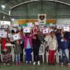 Registro, SP — Famílias das cidades de Juquiá, Registro e Sete Barras exibem cobertores que receberam da Legião da Boa Vontade, por meio da Campanha Diga Sim.