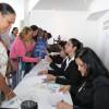 Logo na entrada, os participantes eram convidados a retirar o kit do evento contendo informações sobre as palestras.