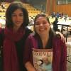 NOVJORKO, USONO — La tutmonda, plenuma direktorino de NRO Equality Now,Yasmeen Hassan (maldekstre), ricevas la revuon BONA VOLO Virino en la angla okaze de la konferenco.