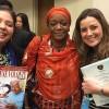 NOVJORKO, USONO — Ankaŭ ricevis la revuon BONA VOLO Virino la speciala reprezentanto de la ĝenerala sekretario de UN, Ban Ki-moon, pri seksa perforto dum konfliktoj, s-inoZainab Bangura (meze), de Siera-Leono.