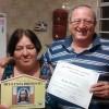 SÃO SEBASTIÃO DO PARAÍSO, MG —O casal Maria Aparecida e José Antunesrecebe em sua casa o Diploma de Igreja Familiar da Religião de Deus, do Cristo e do Espírito Santo.