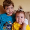 """New Jersey, Estados Unidos — Os Soldadinhos de Deus, da LBV, Daniel Peter Tamasan, de 3 anos, e Laura Isabel Tamasan, de 8 meses, acompanharam o espetáculo musical """"Os Milagres de Jesus"""" pela Boa Vontade TV."""