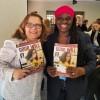 Dra. Mary Okumu (D), Chefe da ONU Mulheres em Serra Leoa, recebe os cumprimentos da equipe da LBV e a revista BOA VONTADE Mulher.