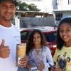 Florianópolis, SC —Em mais um ano, os jovens fizerampanfletagem nas ruas de Florianópolis, cujo destaque vai para as mensagens de valorização da Vida, de autoria do escritor Paiva Netto.