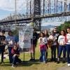 Florianópolis, SC —Na capital catarinense, os jovens foram para a Avenida Beira Mar Continental levar a mensagem eumênica da Religião Divina, homenageando os 63 anos de trabalho do Irmão Paiva Netto na Seara da Boa Vontade.