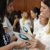 Brasília, DF— Jovem participa da Revitalização Espiritual durante a Cerimônia Ecumênica da Religião do Terceiro Milênio.