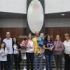 Brasília, DF — Famílias homenageadas noEncontro Ecumênico Família — Um presente de Deusagradecem a Jesus pelas bençãos recebidas diariamente.