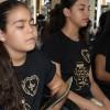 Goiânia, GO — Com muita devoção, jovens oram durante a sessão solene do 42º Fórum Internacional do Jovem Ecumênico da Boa Vontade de Deus.
