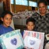 Passo Fundo, RS — Famílias atendidas pela LBv ganham cobertores para aquecer o frio deste inverno.