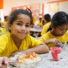 Por dia são duas refeições (almoço e lanche). A LBV conta com uma equipe que prepara e acompanha a alimentação saudável das crianças.