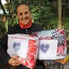 Porto Alegre, RS — Atendida pela LBV na Ilha Grande dos Marinheiros expressa sua felicidade em receber os cobertores para aquecer sua família neste inverno.