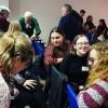 Porto, Portugal - Durante a oficina, participantes se reúnem em grupos e trocam suas experiências pedagógicas.