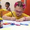 Manaus, AM — Crianças participam de oficinas de pintura no Fórum Internacional dos Soldadinhos de Deus, da LBV. =D