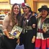 Sâmara Malaman, da LBV, confraterniza com Yanka Aylin Vergara (ao centro), do Chile, e com Rosemary Bautista, do Peru. Elas são Representantes da Juventude do Enlace Continental de Mulheres Indígenas das Américas (Ecmia).
