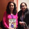 A voluntária Karinne Lima, da LBV, com a sra. Hanane Hakkou, representante da organização Sisters of the Holy Names of Jesus and Mary, do Canadá.