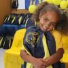 Florianópolis, SC -A pequena Agata Luana, de5 anos, mostra toda feliz o seu novo kit: