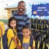Criciúma, SC: Crianças exibem, contentes, os kits de materiais pedagógicos que receberam da LBV. A ação ajudará milhares de crianças a permanecerem na escola.