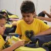 Taguatinga, DF - A campanha incentiva crianças e jovens a frequentarem a escola, proporcionando material de qualidade e contribuindo para a melhora da autoestima e do desempenho escolar deles.