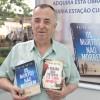 """Porto Alegre, RS – O professor e historiador Warlei Oliveira, garantiu o seu exemplar do lançamento literário """"Os mortos não morrem"""" e a obra """"A Missão dos Setenta e o 'Lobo Invisível'"""", ambos do escritor Paiva Netto."""