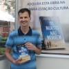 """Porto Alegre, RS – Leomar Pereira, leitor, ouvinte e telespectador da Boa Vontade, adquiriu o seu exemplar do novo lançamento literário """"Os mortos não morrem""""."""