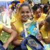 Pelotas, RS — Crianças exibem, contentes, os kits de materiais pedagógicos que receberam da LBV. A ação ajudará centenas de crianças a permanecerem na escola.