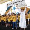 Crianças atendidas pelas LBV recepcionam a todos com músicas que promovem a paz e o amor ao próximo.