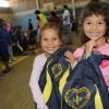 Passo Fundo/RS - Gurias exibem, contentes, as mochilas que receberam da LBV. A ação ajudará centenas de crianças e adolescentes a permanecerem na escola com material de qualidade.
