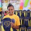 Natal, RN - Felizes, atendidos pelo programa Criança: Futuro no Presente! exibem os kits de material escolar distribuídos pela Legião da Boa Vontade.