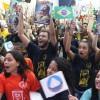 Rio de Janeiro, RJ — No bairro Riachuelo, juventude legionária, participa, animada, da conclusão de seu 43º Fórum.