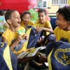 Vitória, ES: A expressão da garotada demostra aalegria e descontraçãona entrega dos kits de materiais pedagógicos na Capital Capixaba