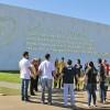 Brasília, DF—Jovens se reúnem para o momento da prece de abertura do 42º Fórum Internacional do Jovem Ecumênico da Boa Vontade de Deus, em celebração aos 61 anos de trabalho do Irmão Paiva na Seara da Boa Vontade de Deus.