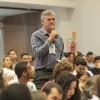 Após painel temático, os palestrantes fomaramuma mesa de debates para interagir com o público. Na foto, Jean Lopes, deGoiânia/GO, participa da programação.