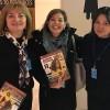 Adriana Parmegiani, da LBV (ao centro), compartilha com integrantes da Delegação da Ucrânia na Conferência a revista BOA VONTADE Mulher. Na foto, as senhoraOlga Pasko, presidente da Associação de Mulheres da Ucrânia (E) eInna Mikhno, membro do Conselho da Associação de Mulheres da Ucrânia.