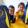 Petrópolis, RJ: Os pequenos Miguel Senra (6 anos) e Kauã Bernardo (6) recebem mais esse apoio da LBV: os Kits pedagógicoscomo um incentivo a mais para permanecerem na escola.