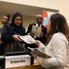 Kamarun Nahar, secretária do Ministério para Assuntos da Criança e da Mulher de Bangladesh, recebe a revista BOA VONTADE Mulher de Sâmara Malaman, da LBV. Ao fundo, o dr. Abdul Hossain, diretor de projetos do Departamento de Assuntos da Mulher, do Ministério para Assuntos da Criança e da Mulher de Bangladesh.