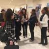 Representante da delegação da Turquia recebe a revista BOA VONTADE Mulher de Adriana Parmegiani.