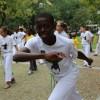 Porto, Portugal —Crianças atendidas pelo programa Semente da Boa Vontade participam de aulas de capoeira ao ar livre.