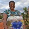 Berilo, MG - A renda da senhora Rosalina de Paula, proveniente das faxinas que realiza, não é suficiente para manter a família e a ajuda da LBV chegou em boa hora.