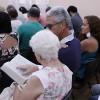 """Nova Iguaçu, RJ– Por meio do estudo do Evangelho-Apocalipse de Jesus, famílias aprendem como conviver com as diferenças dentro do lar. O estudo é sempre feito em """"Espírito e Verdade, à Luz do Novo Mandamento do Divino Mestre""""."""