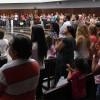Brasília, DF —Com atenção, a garotada e as famílias presentes na Igreja Ecumênica da Religião do Amor Fraterno acompanham as palavras do Irmão Paiva Netto.