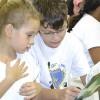 Fortaleza, CE —Crianças acompanham juntas a leitura do livro que integra oSelo Editorial Soldadinhos de Deus, da LBV. Nesta edição do Fórum, o lançamento é a publicação