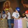 """Maringá,PR — Nossas crianças adoram encenar histórias que retratem a importância dos bons valores. Na foto, elas representam a peça teatral """"Os Construtores da Paz""""."""