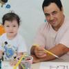 Uberlândia, MG — O pai Vanderson Santos participou das oficinas lúdicas do 14º Fórum Internacional dos Soldadinhos de Deus, da LBV, com a filhaAyla Santos.