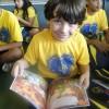 Uberlândia, MG - Vitor Emanuel mostra todo orgulhoso o seu kit pedagógico \o/