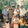 Com meus pais, tios, meus irmãos e primos ainda pequenos, ocupao canto esquerdo da fotografia vestindo camisa azul meuavô materno superquerido, Fausto Luiz Ribeiro, no meu batizado, quando eutinha menos de um ano de idade. Ele é sempre lembradocom amor nas minhas peregrinações ao TBV. Osinto muito vivo!E nesse ano de 1989,meu nascimento ebatizado, também foi minha primeira ida ao Templo da Paz. (Vivian Ribeiro de Souza Ferreira)