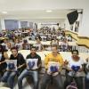 São Paulo, SP — Após receberem os kits, alunos da Educação de Jovens e Adultos e dos preparatórios para certificação dos Ensinos Fundamental e Médioposam no Instituto de Educação José de Paiva Netto para registrar esse momento feliz =)