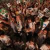 São Paulo,SP —Com entusiasmo, o público presente no evento balança as bandeirinhas do Brasil, da LBV e da Religião do Terceiro Milênio, durante as palavras fraternas do Irmão Paiva Netto.