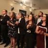 QUARTA-FEIRA, 26 — Congressistas acompanham, com entusiasmo, a apresentação musical das crianças da LBV.